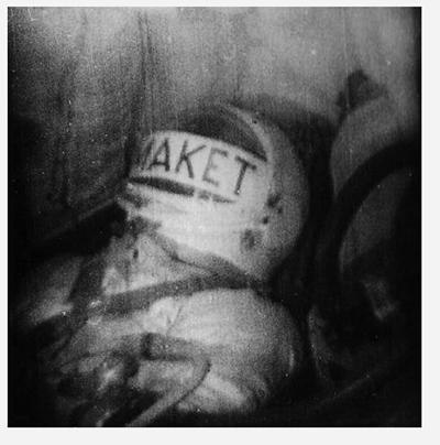 Телевизионный снимок антропометрического манекена в  космическом корабле «Восток-3КА» №2, полученный с помощью  системы «Трал-Т»-«Селигер» во время стартовых испытаний  корабля 25 марта 1961 года. Это был последний перед запуском Ю.А. Гагарина успешный беспилотный испытательный полёт корабля «Восток» по штатной программе. На борту вместе с  манекеном находилась собака Звёздочка.