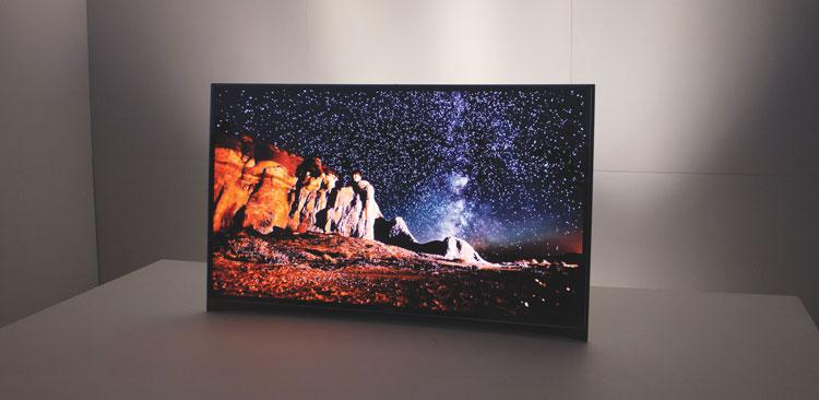 Панель на органических светодиодах, представленная фирмой Samsung на выставке CES.