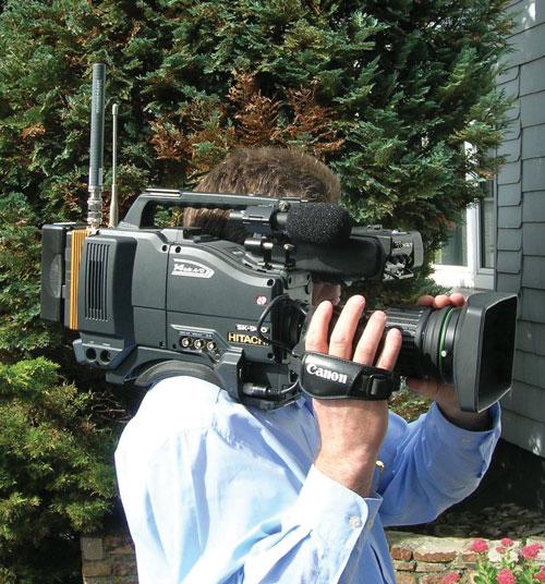 Рисунок 3. Использование «накамерного» передатчика для видеорепортажа.