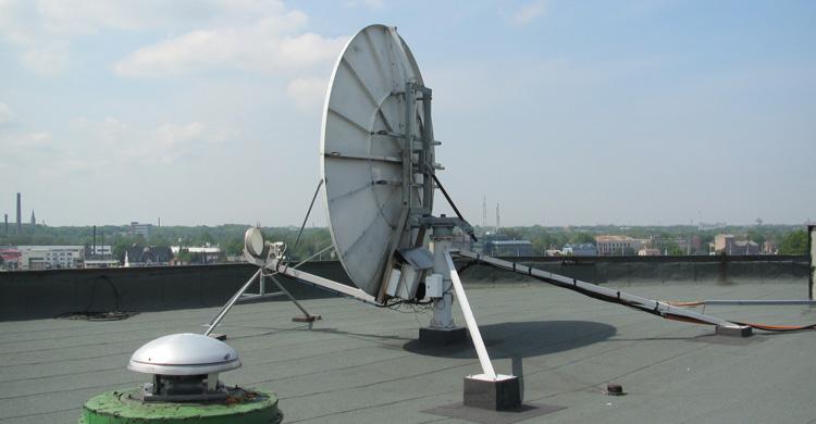 Типичный FSS-телепорт располагается на крыше здания телеканала