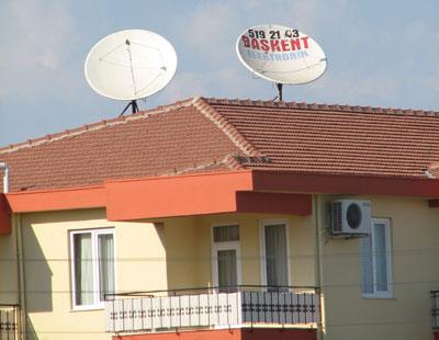 В домах побагаче сразу ставят антенны побольше