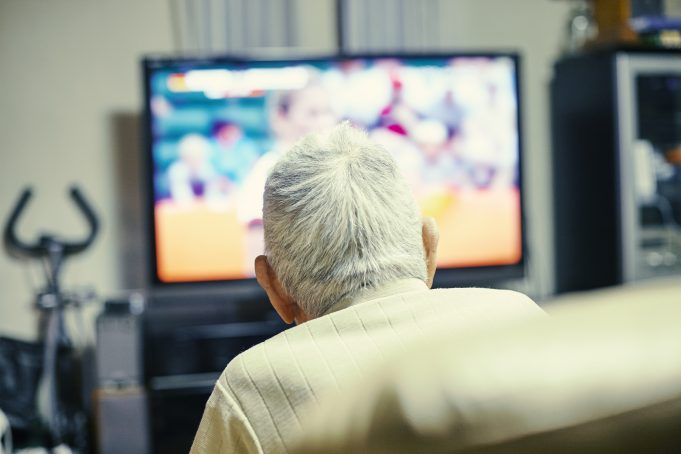 old tv viewer / пожилой телезритель