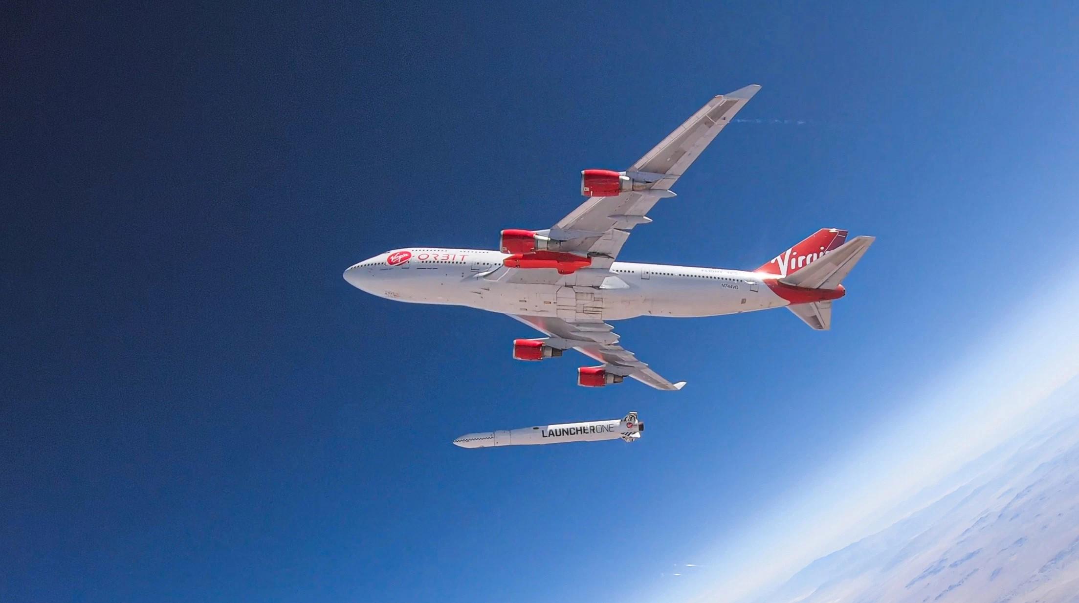 Отделение ракеты Launcherone от борта самолёта Boeing 747