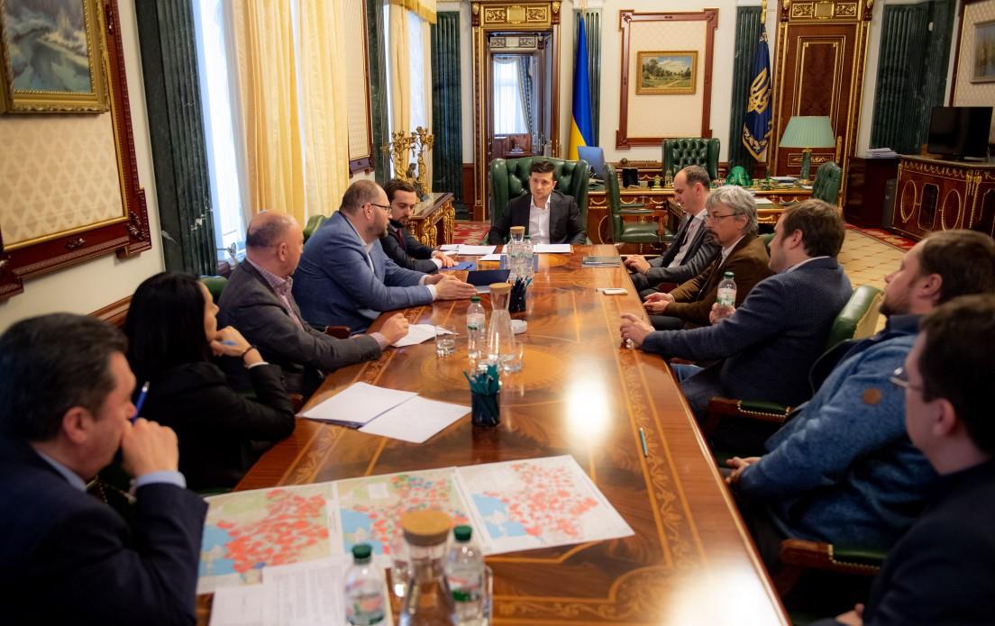Президент встретился с представителями медиагрупп