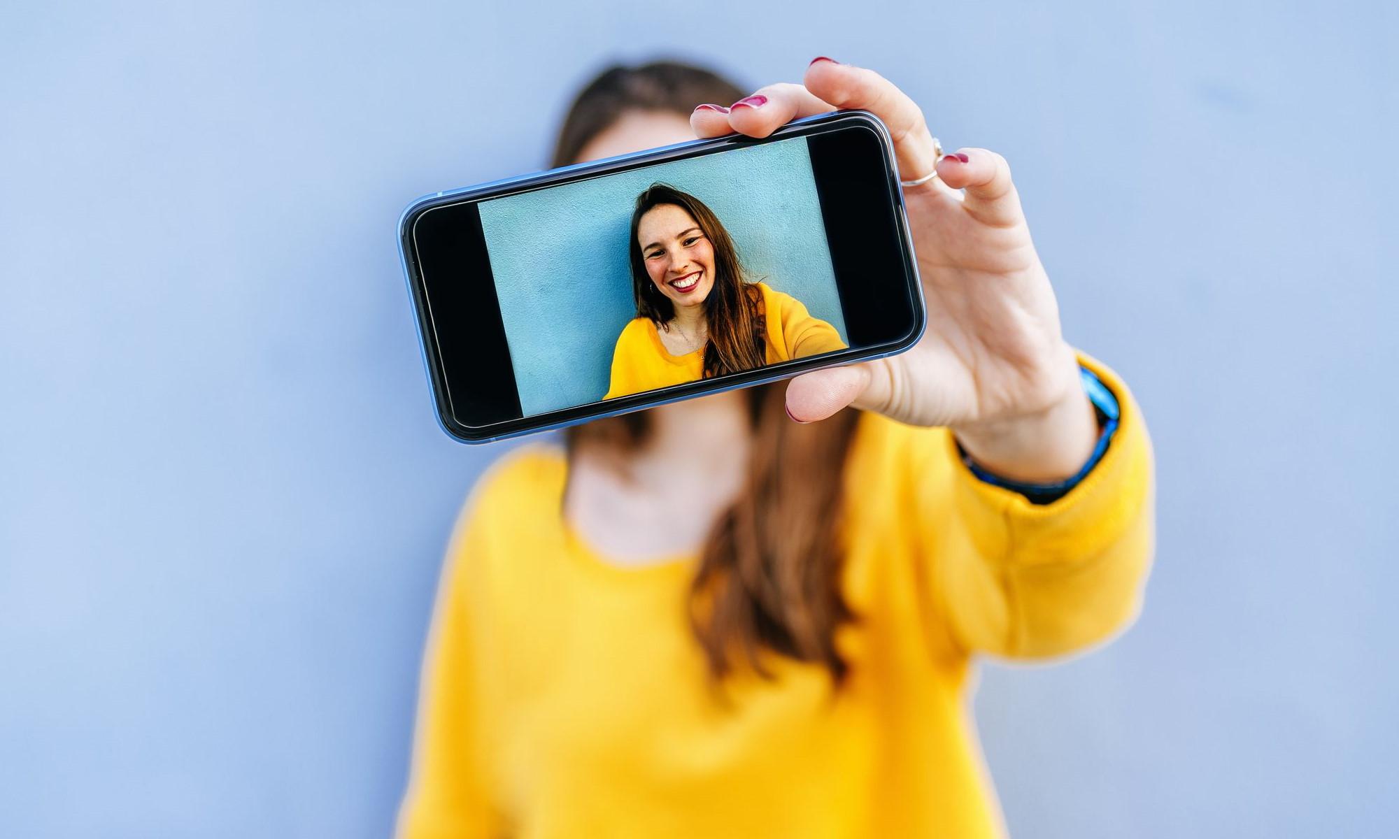 Мобильный телефон / Смартфон / Девушка с телефоном