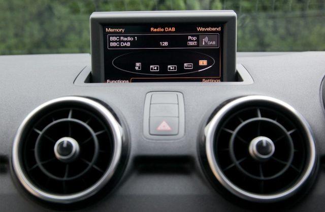 Digital radio in cars / Цифровое радио в автомобиле