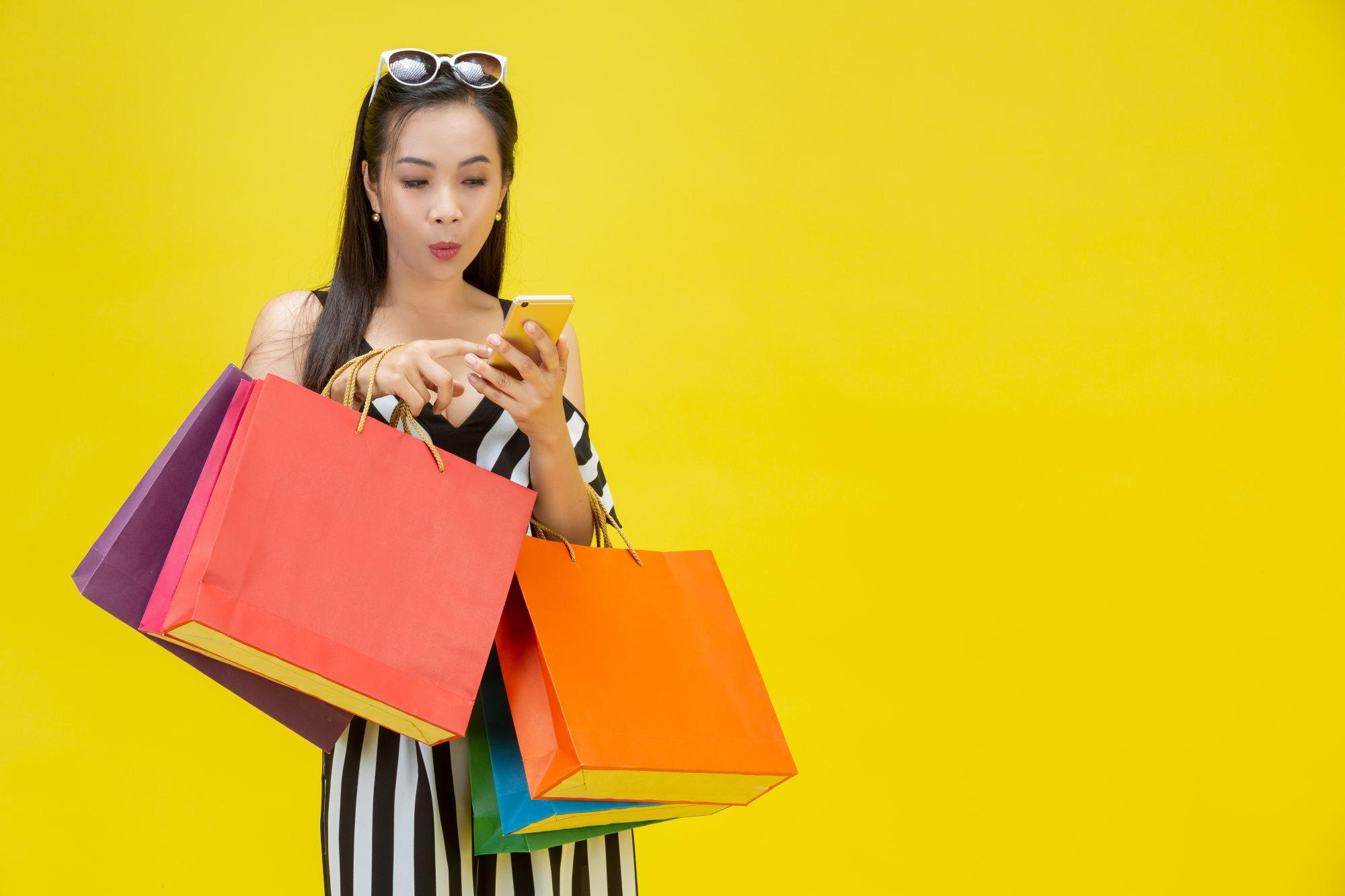 Покупки онлайн в интернет-магазине со смартфона