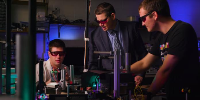 Использование лазерных лучей для создания 3D-голограмм