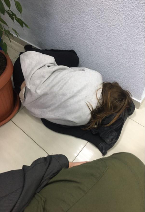 Журналист KYIV.LIVE Валерия Лобач спит