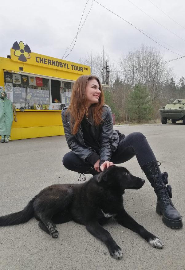 Журналист KYIV.LIVE Валерия Лобач и собачка
